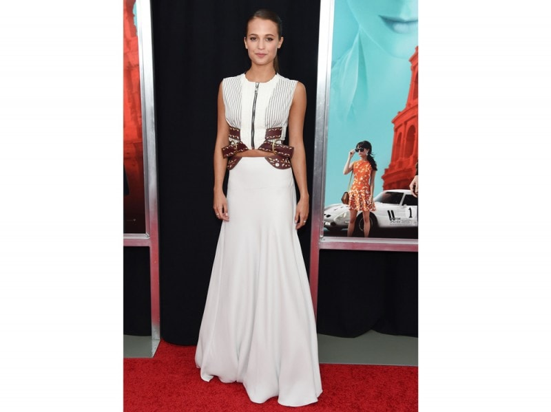alicia vikander in bianco louis vuitton cut out