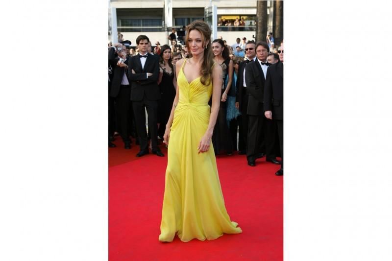 angelina jolie: look abito giallo