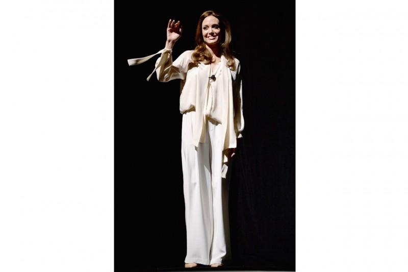 angelina jolie: look comfort