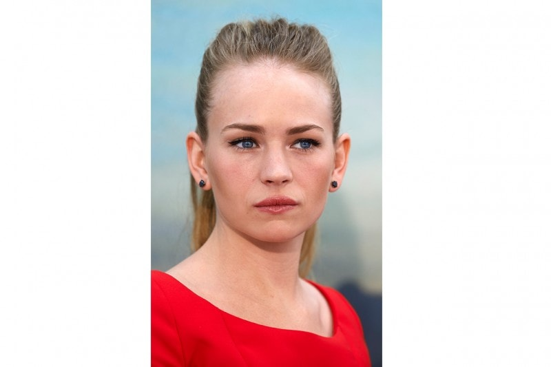 Britt Robertson capelli: sleek hairstyle