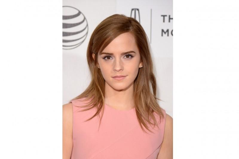 Emma Watson capelli: long bob con riga laterale