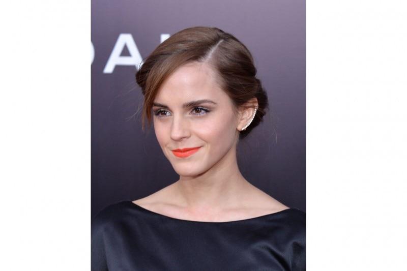 Emma Watson capelli: raccolto basso con riga laterale