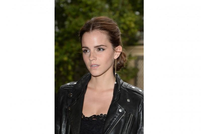 Emma Watson capelli: chignon classico