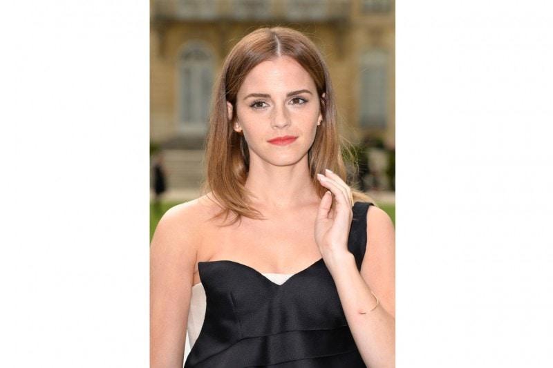 Emma Watson capelli: bob liscio con riga centrale