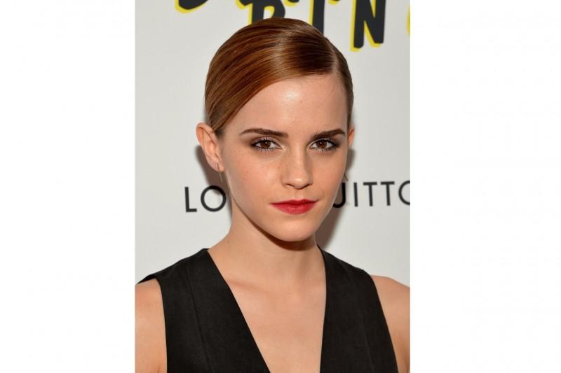 Emma Watson capelli: raccolto effetto sleek