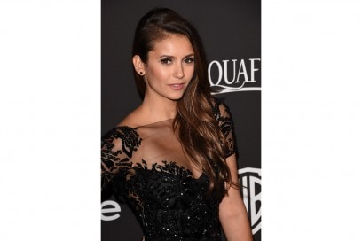 Nina Dobrev capelli: acconciatura glam