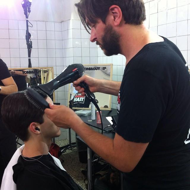Capelli ordinati e puliti per i boys di @antoniomarrasofficial hairstyling by Toni&Guy #grazialovesbackstage #mfw