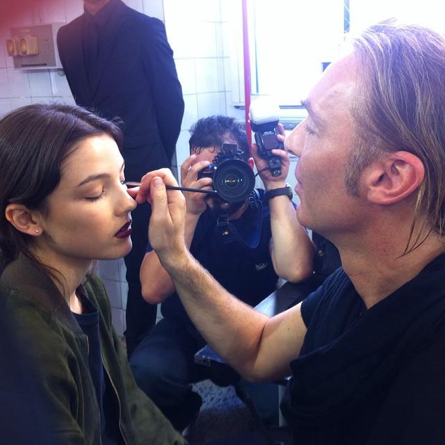 Make up per lei: primer miscelato a fondotinta e focus sulle labbra @maccosmetics #grazialovesbackstage @antoniomarrasofficial