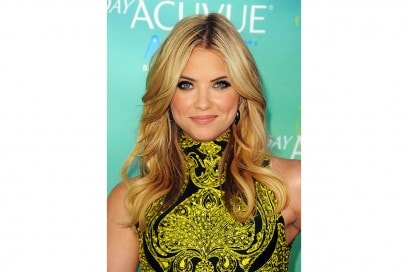 Ashley Benson capelli: capelli mossi