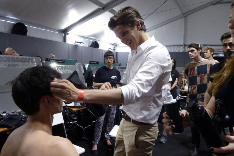 Backstage Vivienne Westwood: l'hairstlylist Mark Hampton