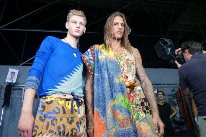 Backstage Vivienne Westwood: un pieno di colori