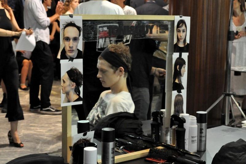 Backstage sfilata N°21: accessorio per i capelli