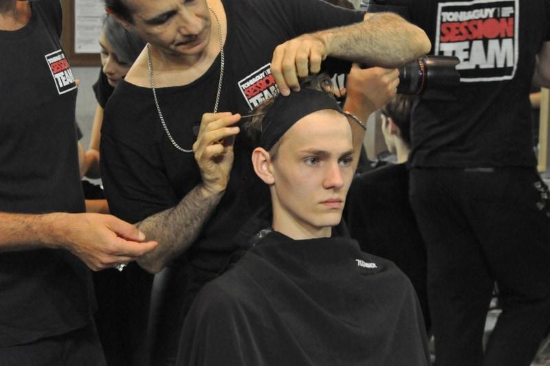 Backstage sfilata N°21: capelli in ordine