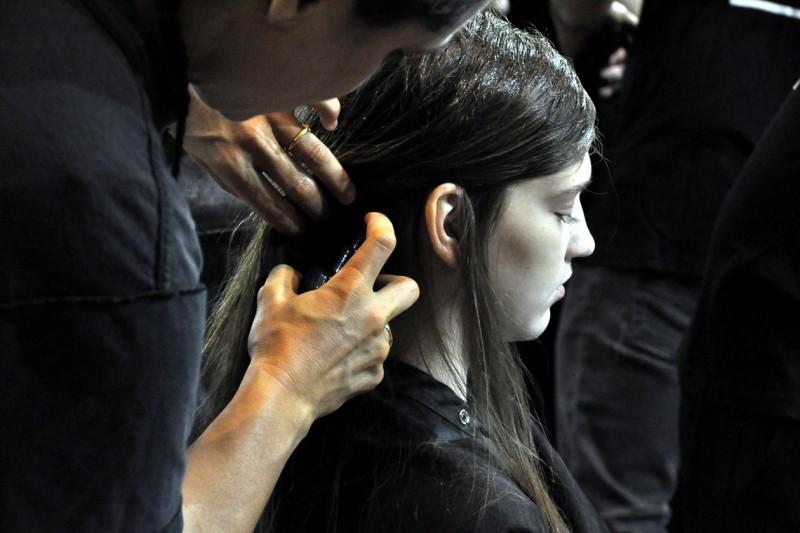 Backstage sfilata N°21: hairstyling al femminile