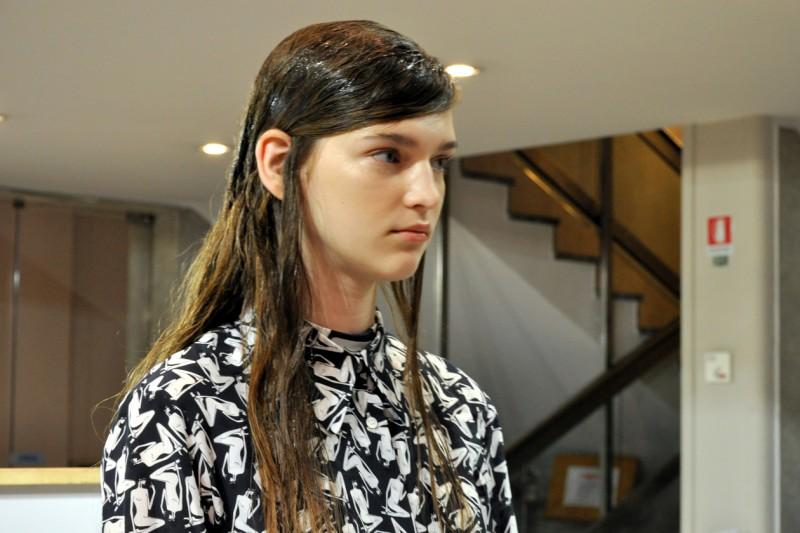 Backstage sfilata N°21: i capelli della modella