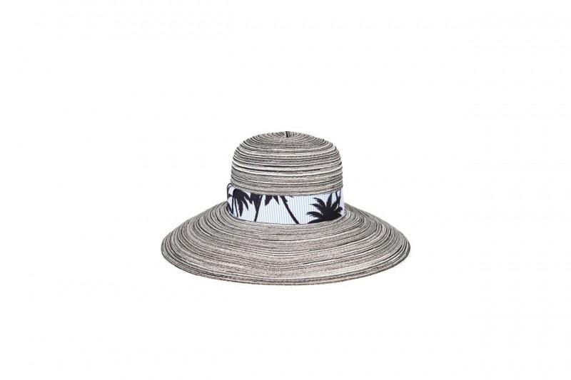 Come non vestirsi in città d'estate: il cappello a tesa larga