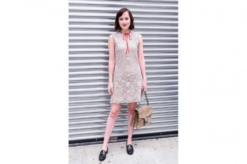 Dakota Johnson alla sfilata GUCCI RESORT 2016