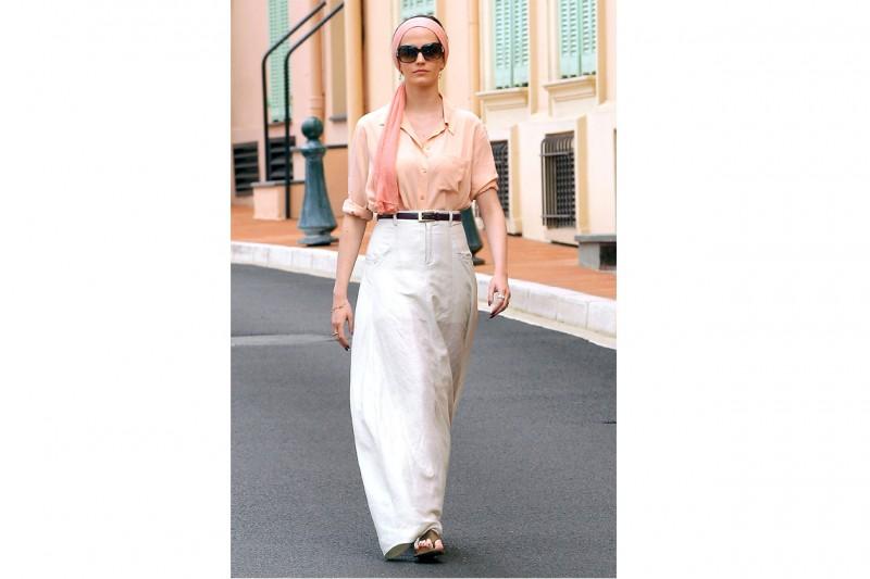 Eva Green: classy in pantaloni palazzo e camicia