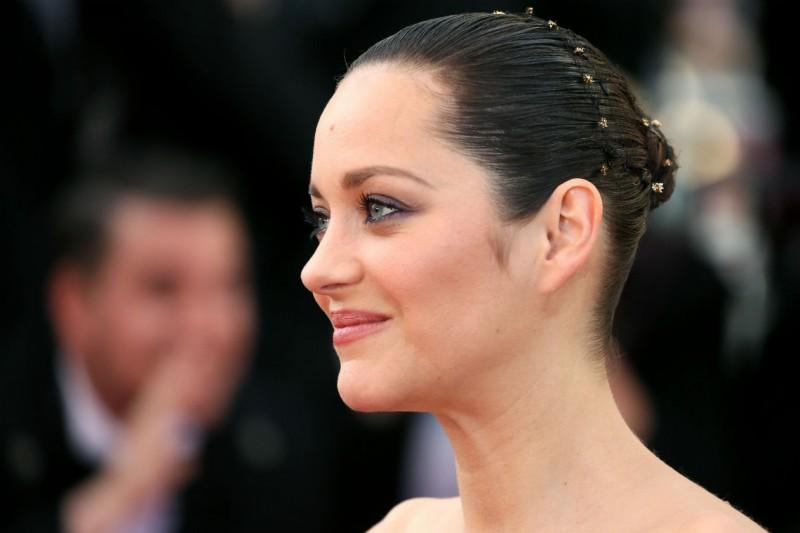I capelli raccolti delle star: Marion Cotillard