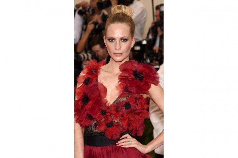 I capelli raccolti delle star: Poppy Delevingne