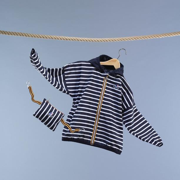 Il K-Way si veste delle righe marnière di Petit Bateau