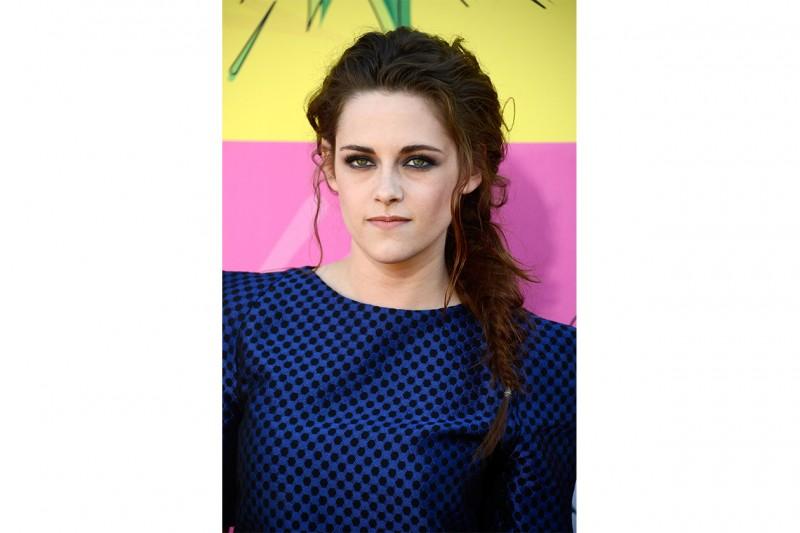 Kristen Stewart capelli: treccia di lato