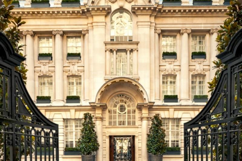 L'ingresso del Rosewood Hotel a Londra