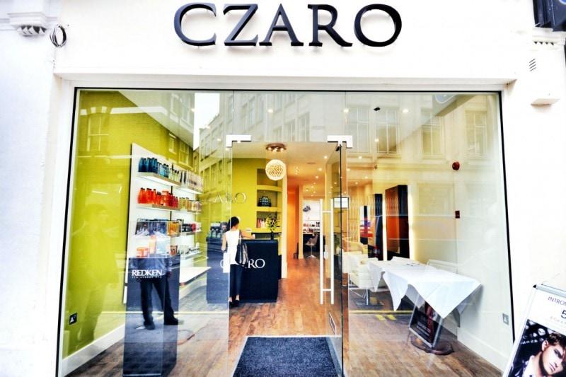 L'ingresso del salone Czaro dove abbiamo prenotato l'appuntamento dal sito di Wahanda