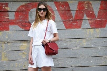 Look bianco e accessori rossi: Chiara Capitani