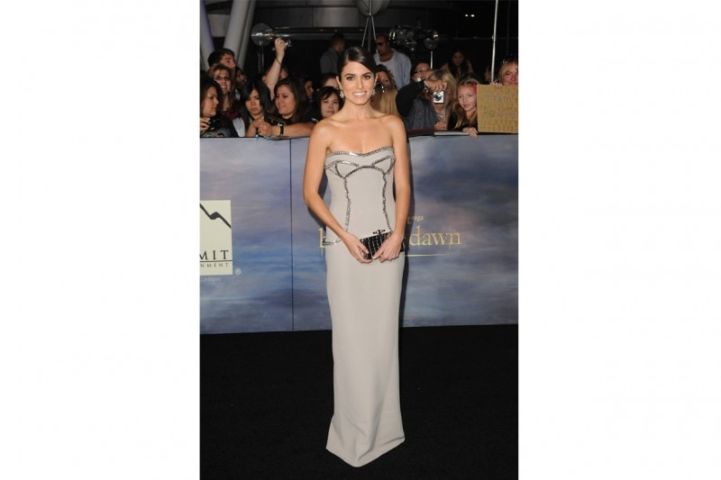 Nikki Reed: in abito lungo Versace