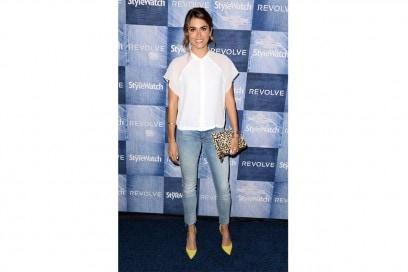 Nikki Reed: in jeans, camicia e pumps