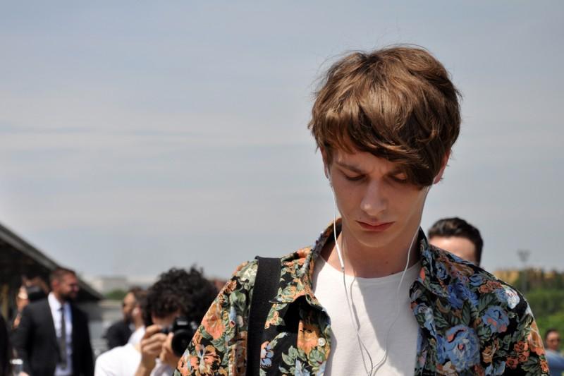 Tendenze capelli dallo street style a Milano: maxi ciuffo