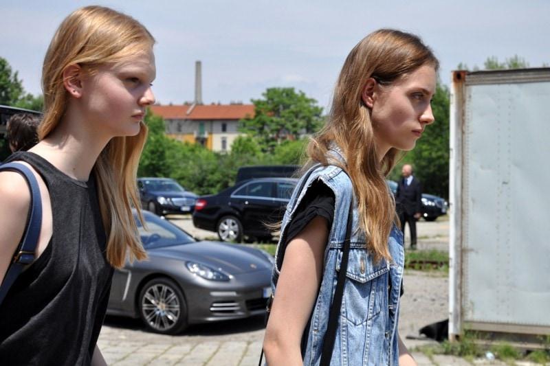 Tendenze capelli dallo street style a Milano: side swept