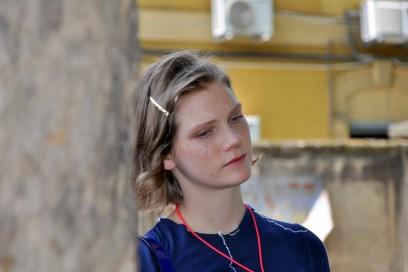 Tendenze capelli dallo street style a Milano: un tocco di luce