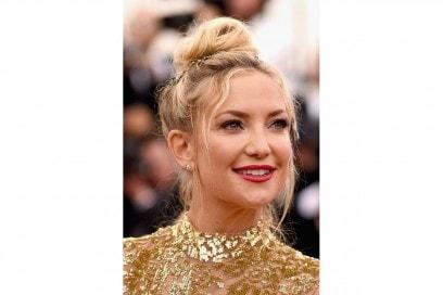 Capelli con chignon alto delle star: Kate Hudson