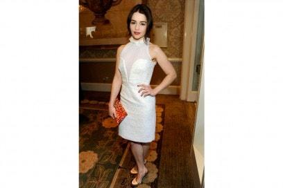 emilia clarke look white & trasparent