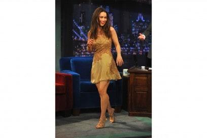 emilia clarke: nude look firmato Versace