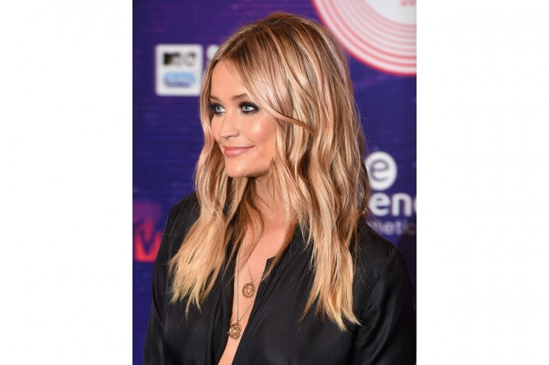 Laura Withmore capelli: acconciatura beach waves