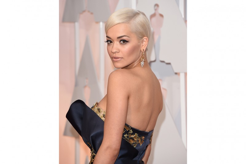 Rita Ora trucco: pelle effetto nudo