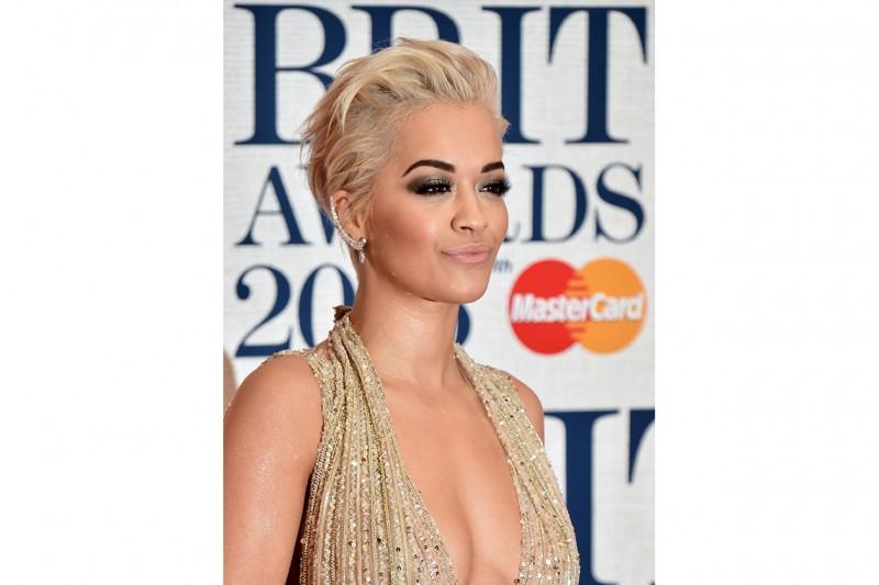 Rita Ora trucco: sguardo intenso