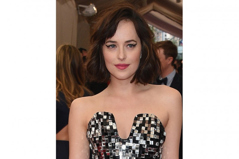 TENDENZE CAPELLI Estate 2015: MID-HAIRCUT PER DAKOTA JOHNSON