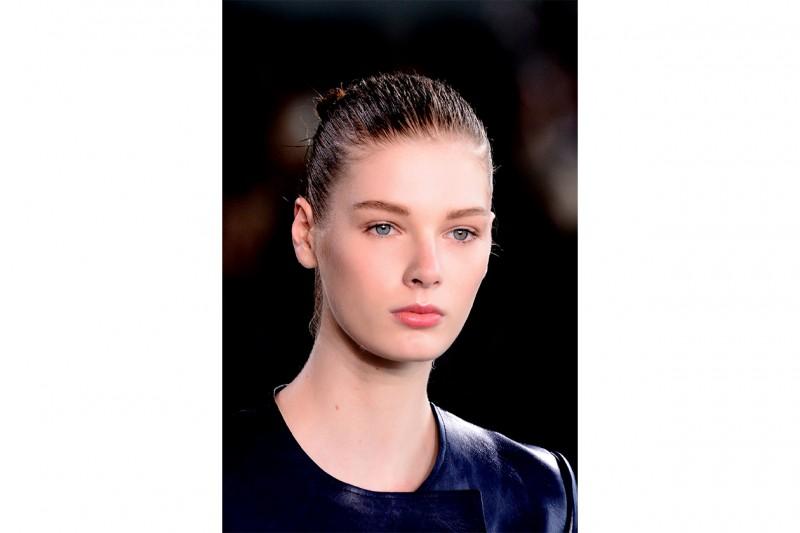 Capelli effetto bagnato: Calvin Klein