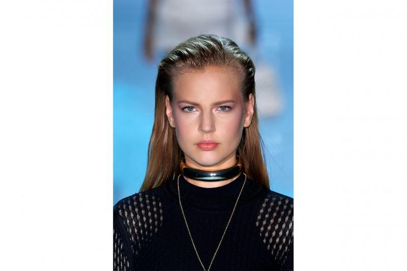 Capelli effetto bagnato: Versace