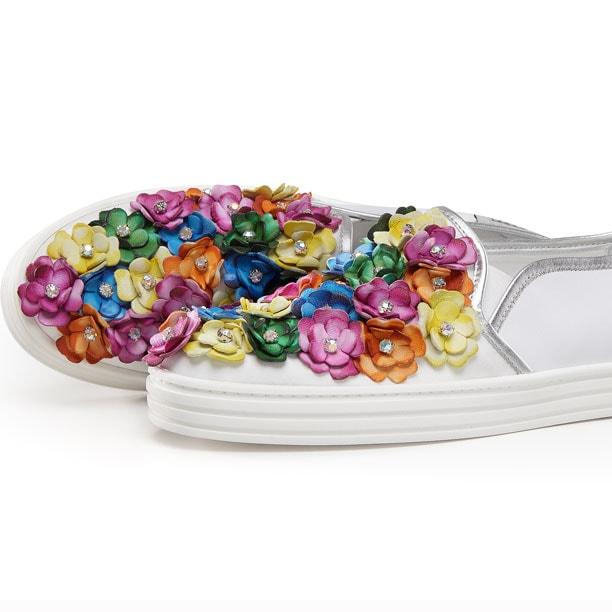 Hogan colora l'estate con i fiori delle Slip-on Rebel