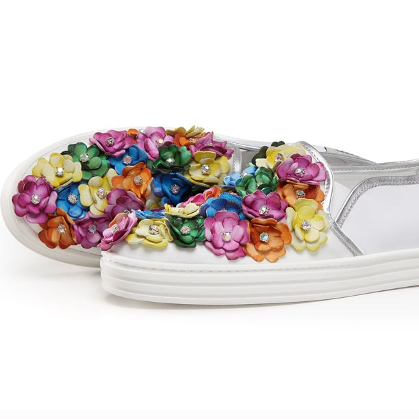 Hogan colora l'estate con i fiori delle Slip-on Rebel