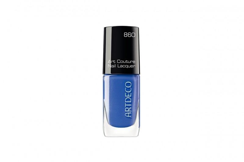 LE MIGLIORI TONALITÀ DI SMALTO PER LA CARNAGIONE OLIVASTRA: ARTDECO ART COUTURE NAIL LACQUER IN N.842 COUTURE ROYAL BLUE