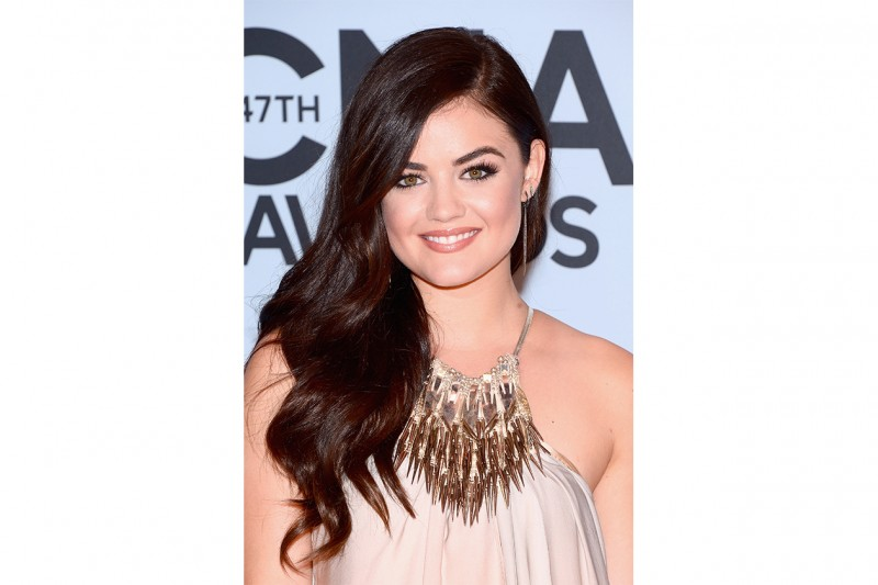 Lucy Hale beauty look: focus sugli occhi