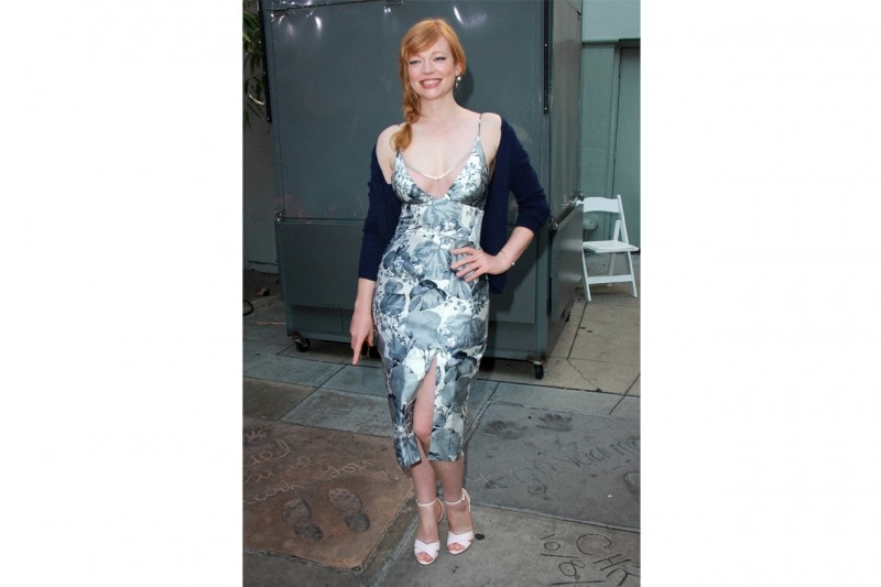 Sarah Snook: in abito floreale
