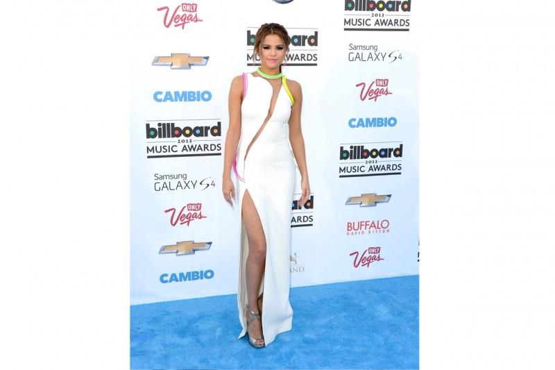 Selena Gomez: Art look in atelier versace