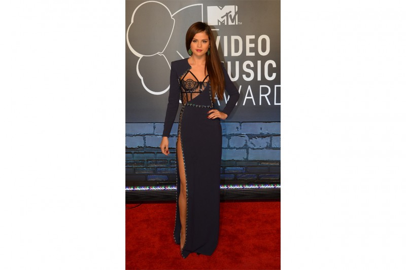 Selena Gomez: Fetish look in Atelier versace
